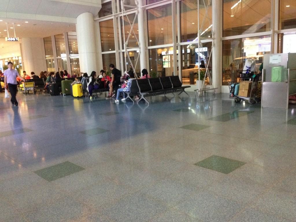 羽田空港国際線ターミナルのベンチの様子
