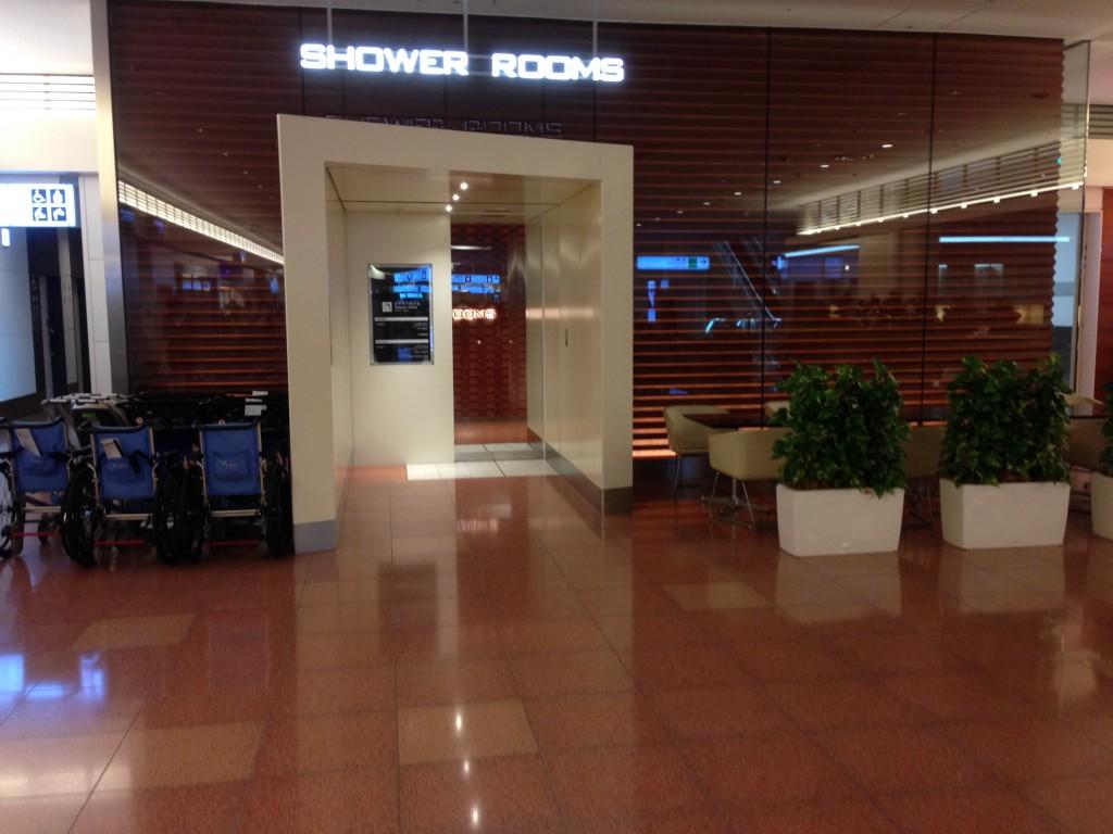 羽田空港国際線ターミナル内のシャワーブース